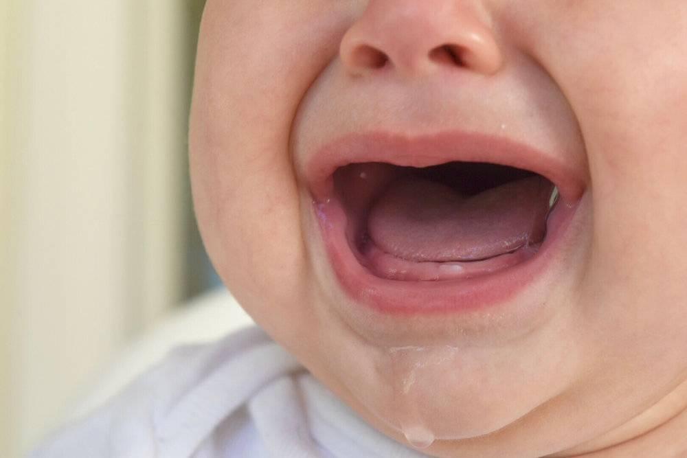 Рвота при прорезывании зубов у детей с симптомами поноса или температуры
