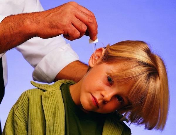 Что делать, если у ребенка болит ушко: оказание первой помощи при боли в ухе