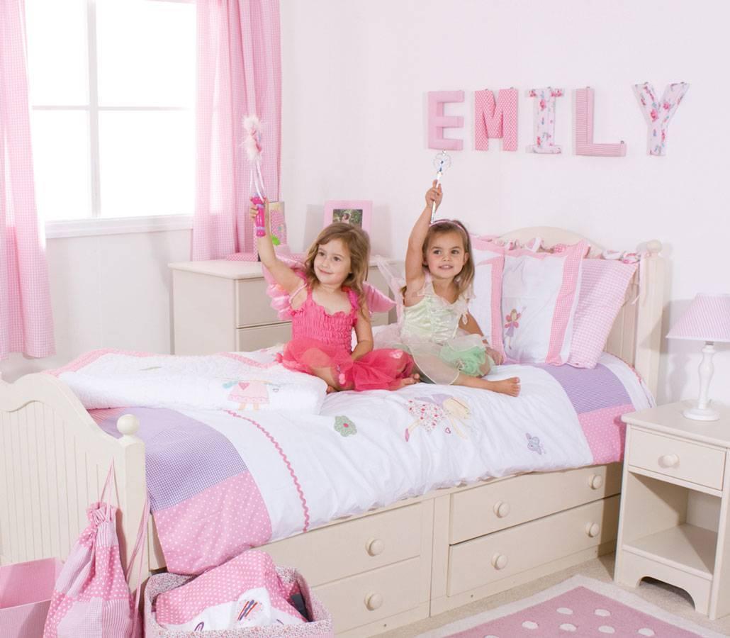 Обои в комнату для девочек-подростков (70 фото): красивые полотна в спальни для девушек 14 и 16 лет, варианты для детской комнаты 12-летней девочки