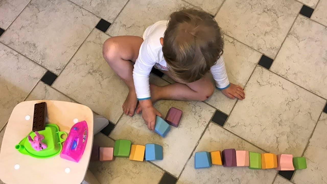 Как развивать ребенка в 2 месяца?