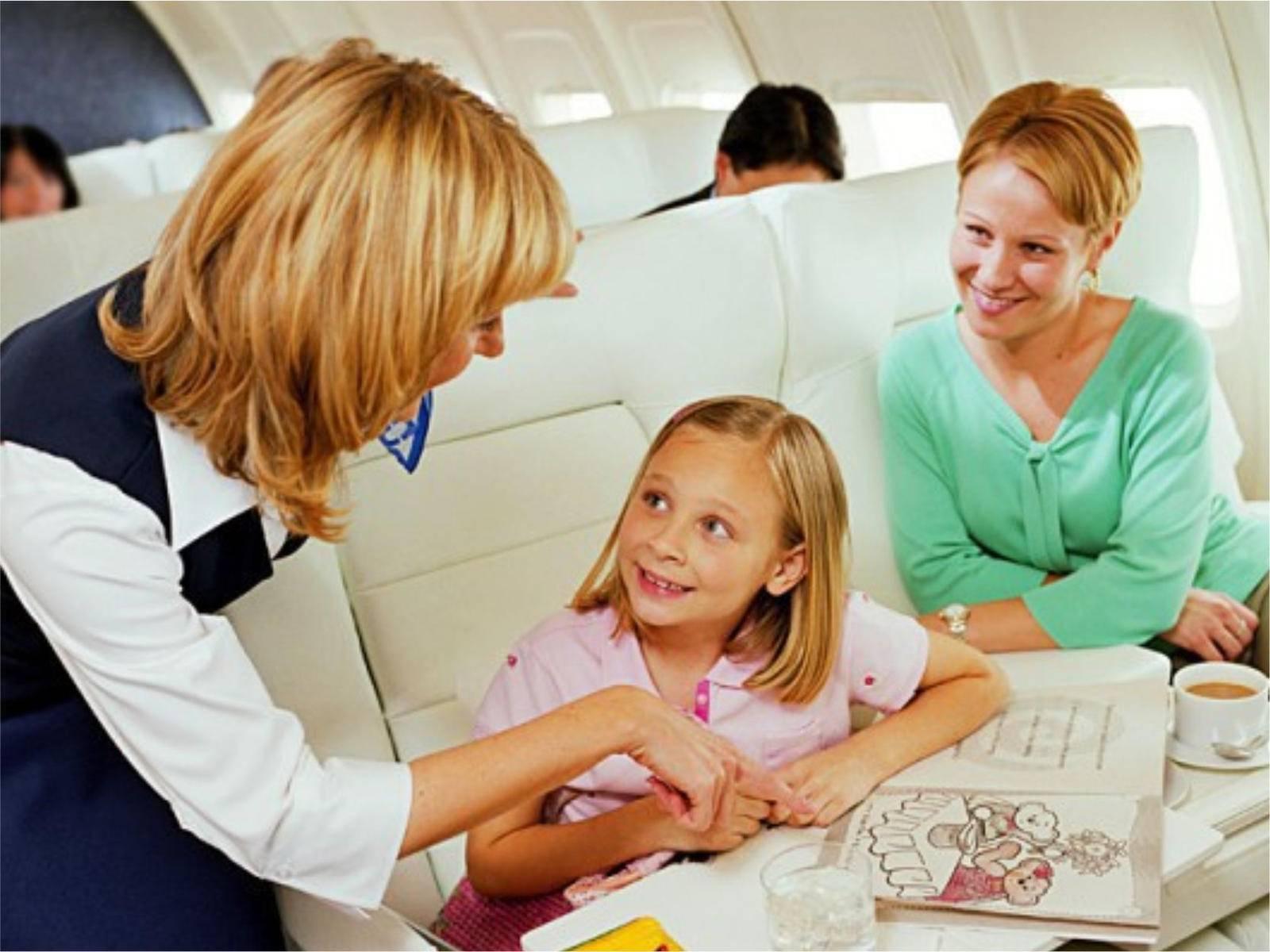 Ребенок  от 6 месяцев до года в самолете – как подготовиться, что взять с собой и чем занять на время полета