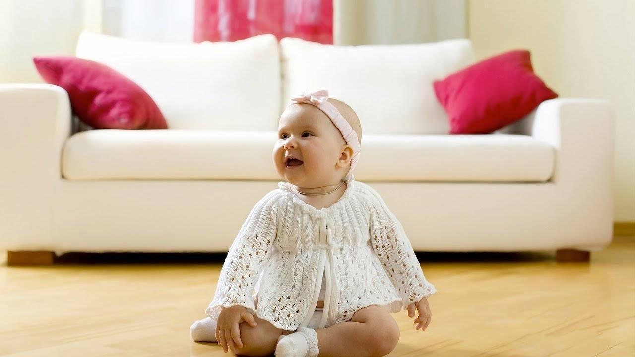 Как малыш начинает сидеть. с какого возраста можно сажать ребенка-мальчика: вред раннего и польза своевременного присаживания. что делать нельзя