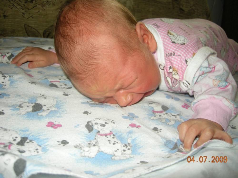 Когда новорожденного можно класть на животик, с какого возраста выкладывать? | физическое развитие | vpolozhenii.com