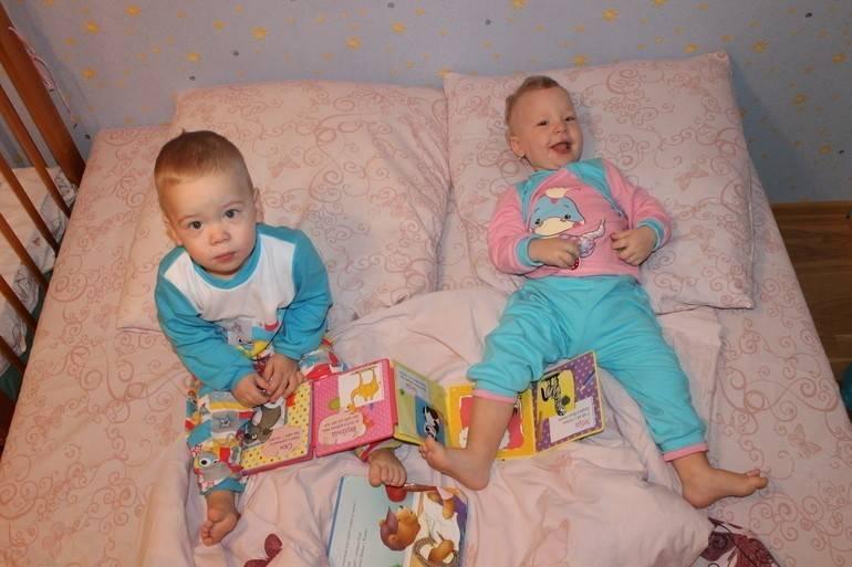 Особенности воспитания и развития двойняшек