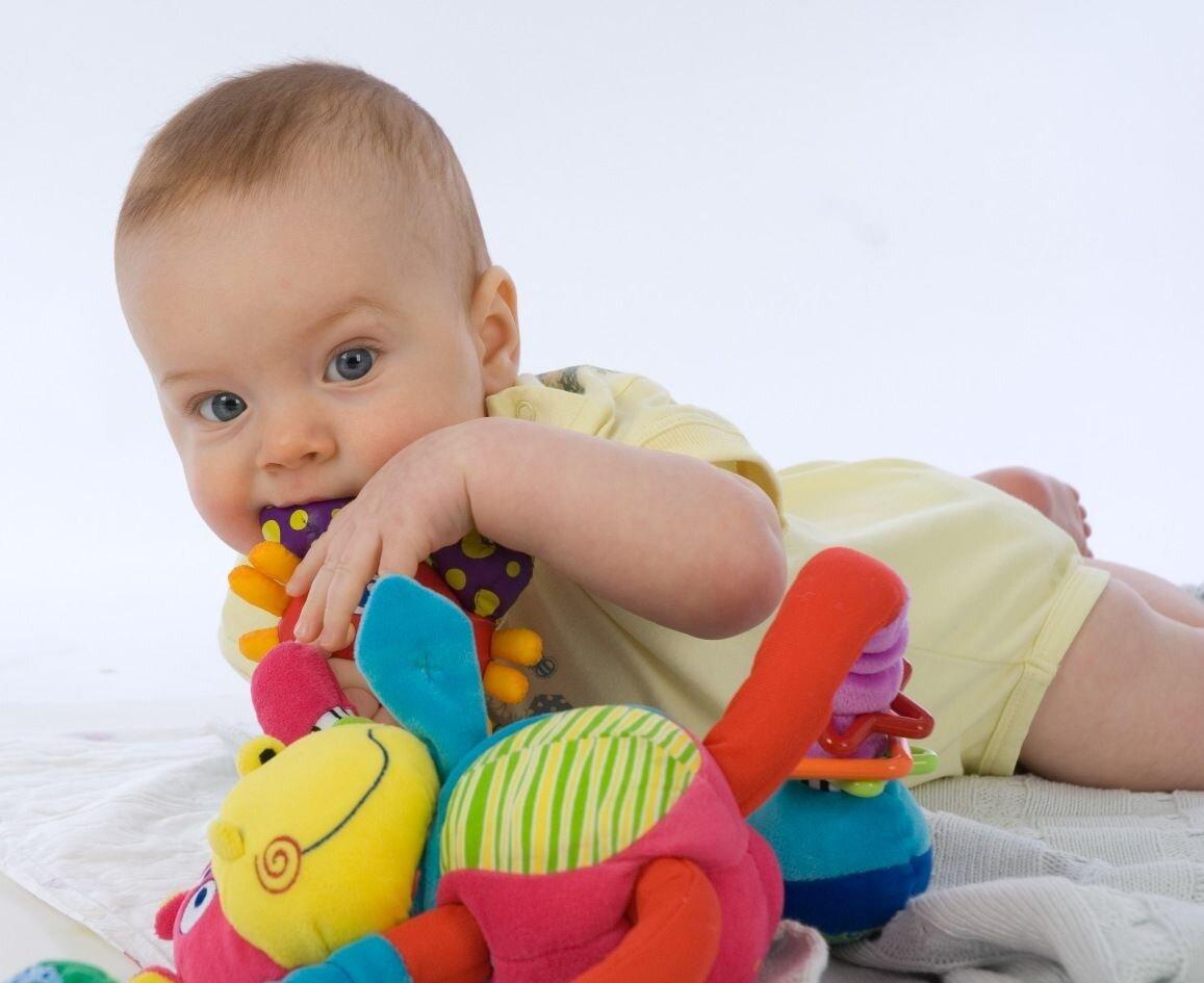 Развивающие игрушки для детей от 1 года: что купить и как сделать своими руками
