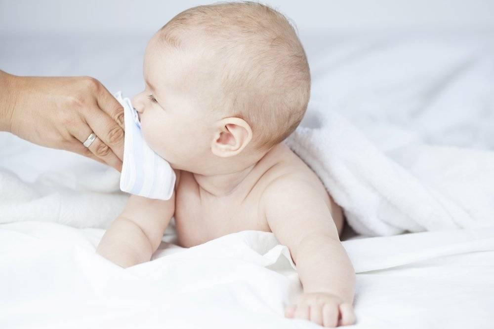 Меняется ли форма ушей у младенцев: что делать, если у грудничка одно ухо больше