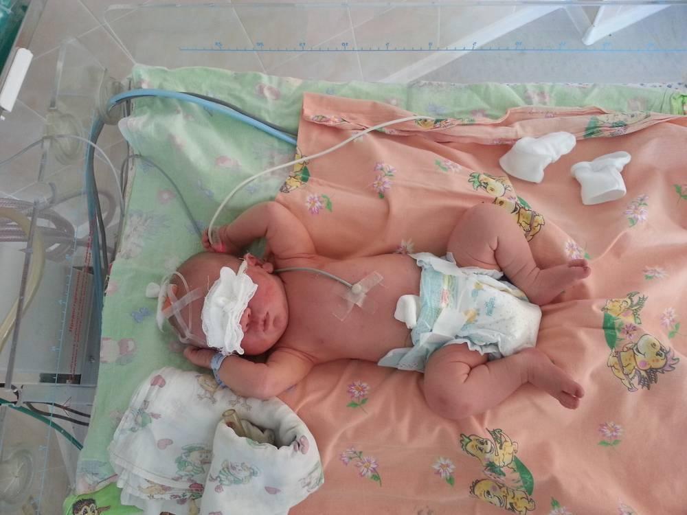 Когда новорожденного можно класть на животик, с какого возраста выкладывать?