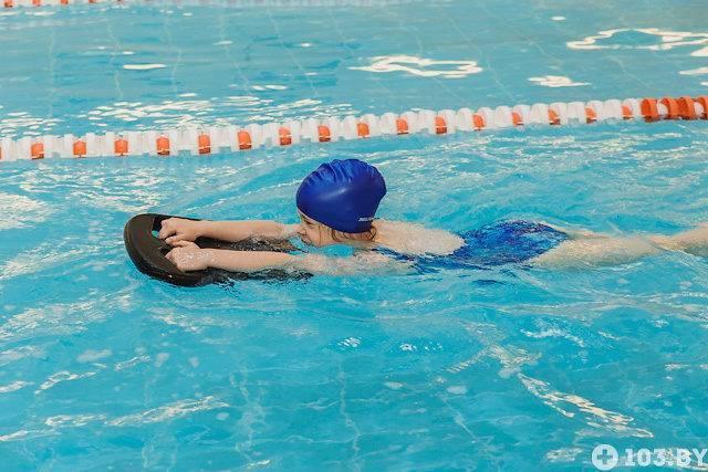 Как научить детей плавать до года - parents.ru