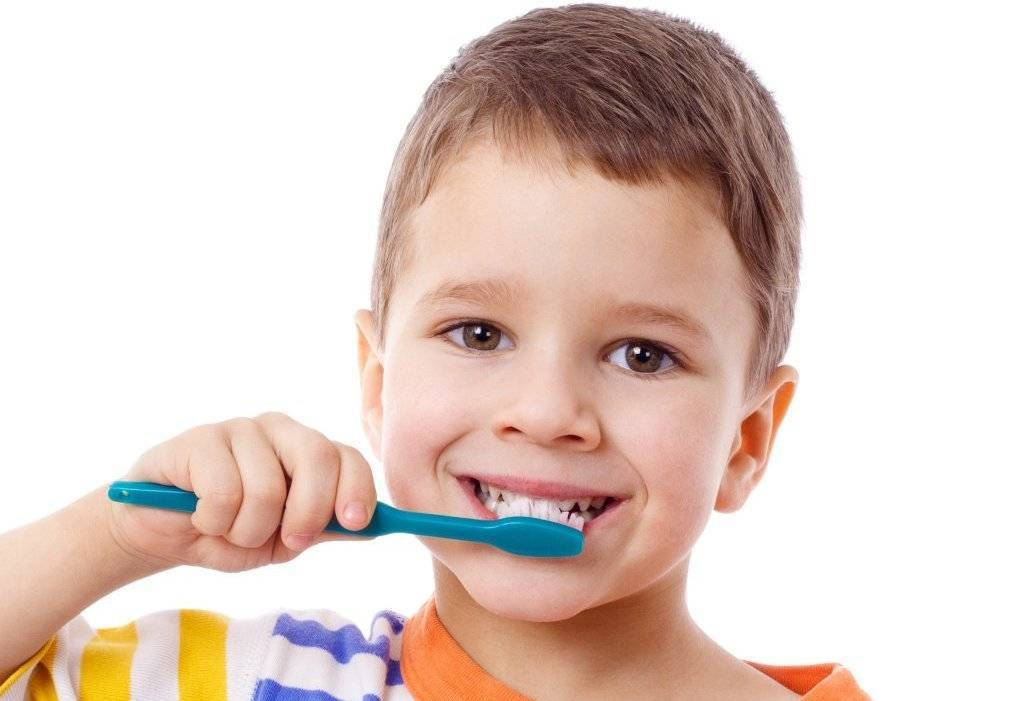 Причины кариеса молочных зубов у детей раннего возраста и способы лечения с фото