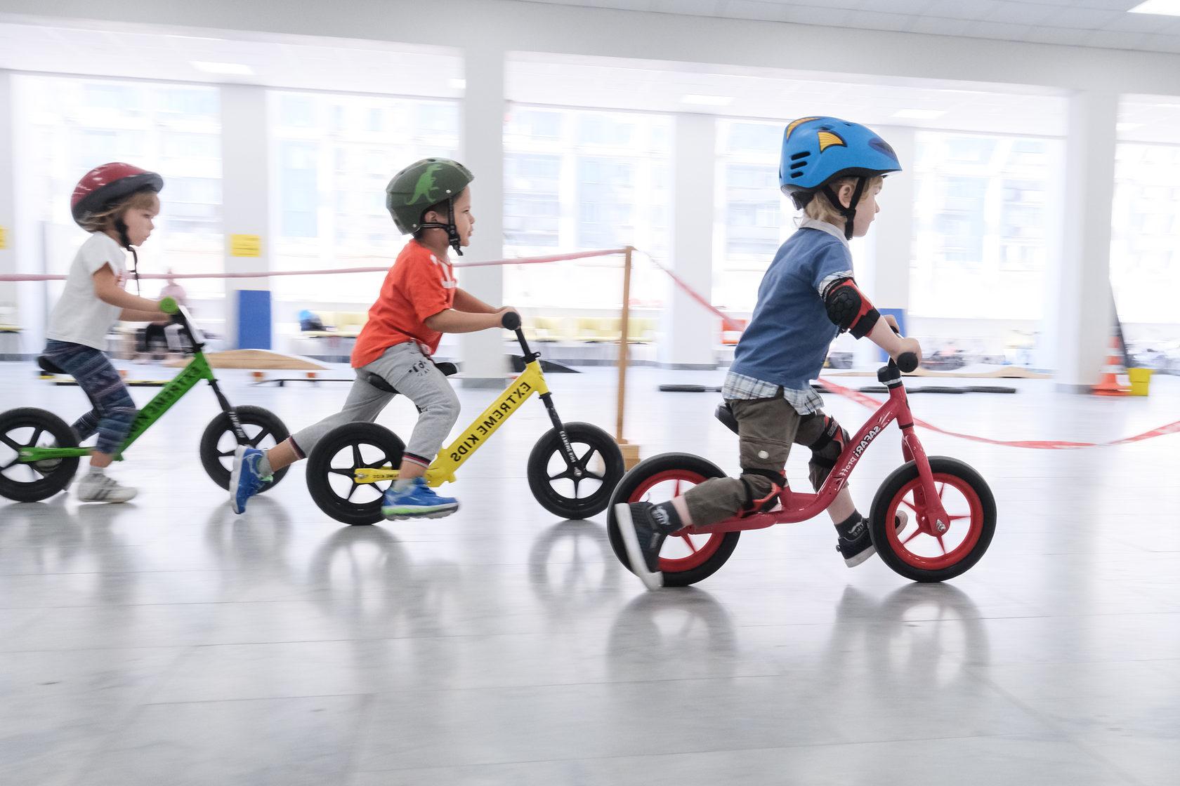 Как выбрать беговел? рейтинг хороших беговелов 2020, обзор и сравнение моделей. как правильно подобрать для ребенка от года?