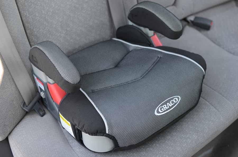 Автомобильный бустер для детей: с какого возраста использовать