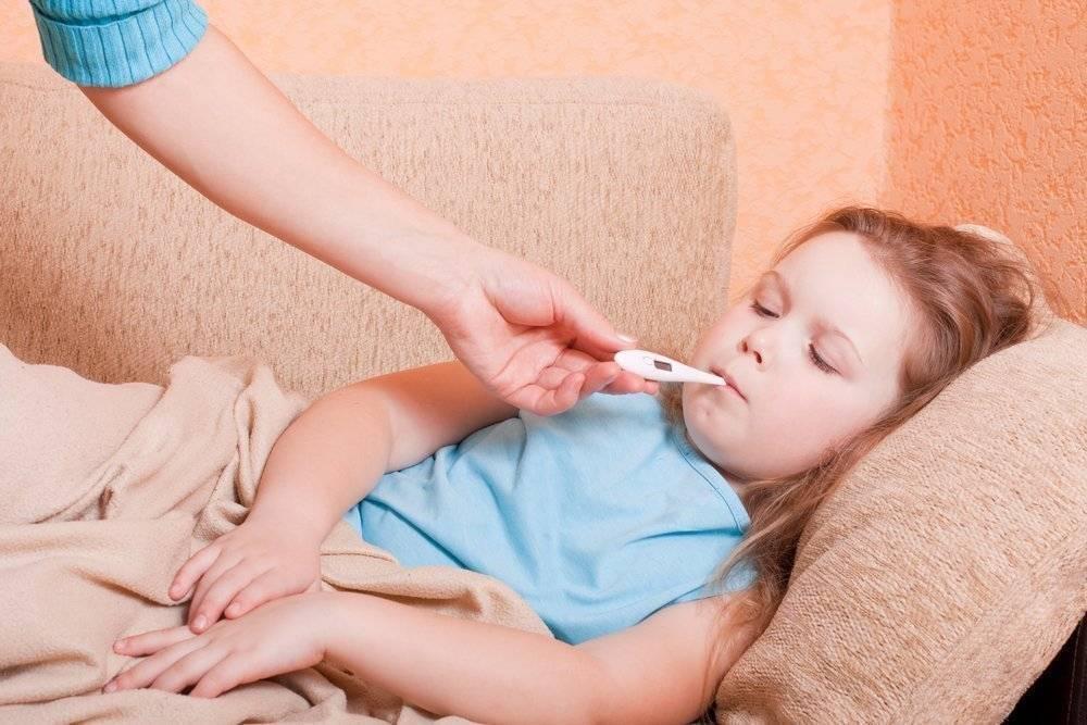 Внезапное повышение температуры и боль в животе у ребенка