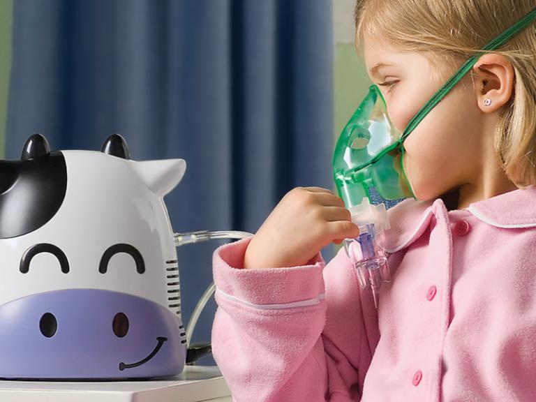 Можно ли делать ингаляции при температуре детям или лучше проконсультироваться с врачом? как делать ингаляции, когда у ребёнка температура