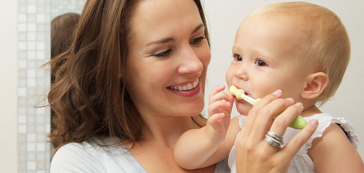 Как научить ребенка чистить зубы и ухаживать за полостью рта?