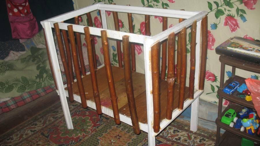 Как и чем покрасить детскую кроватку: выбор безопасной краски + инструкция по покраске