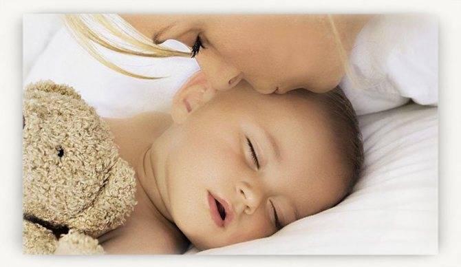 Ребенок дергается во сне: причины, почему новорожденный вздрагивает при засыпании