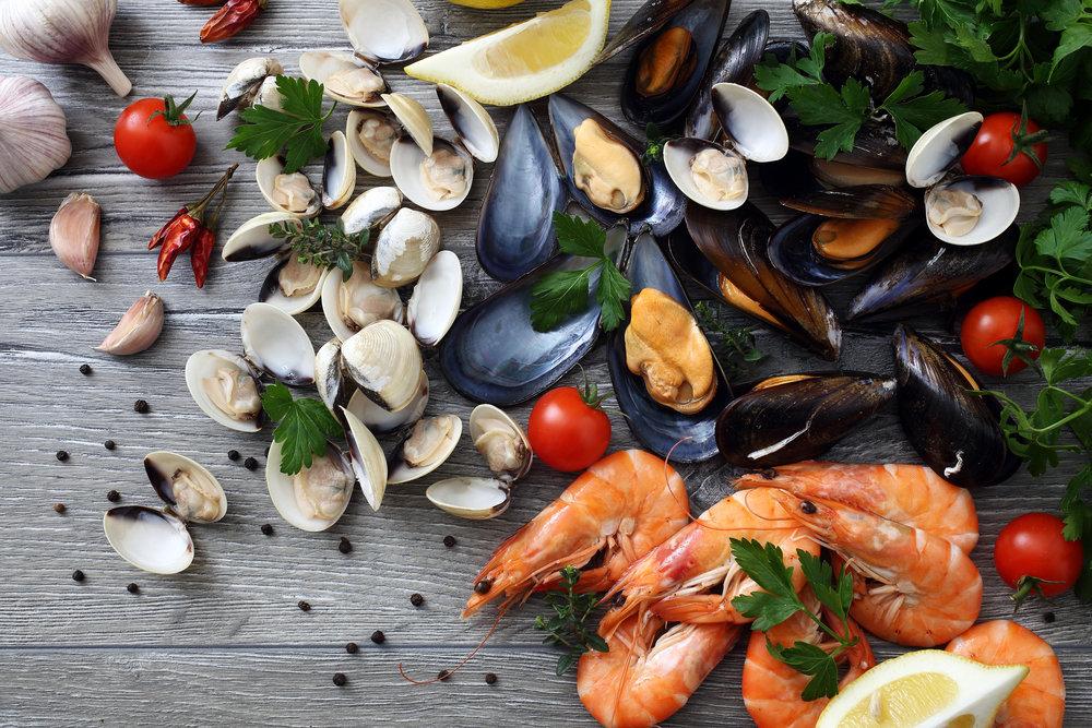 Креветки, кальмары, раки при грудном вскармливании: можно ли есть кормящей маме, особенности употребления при лактации, отзывы