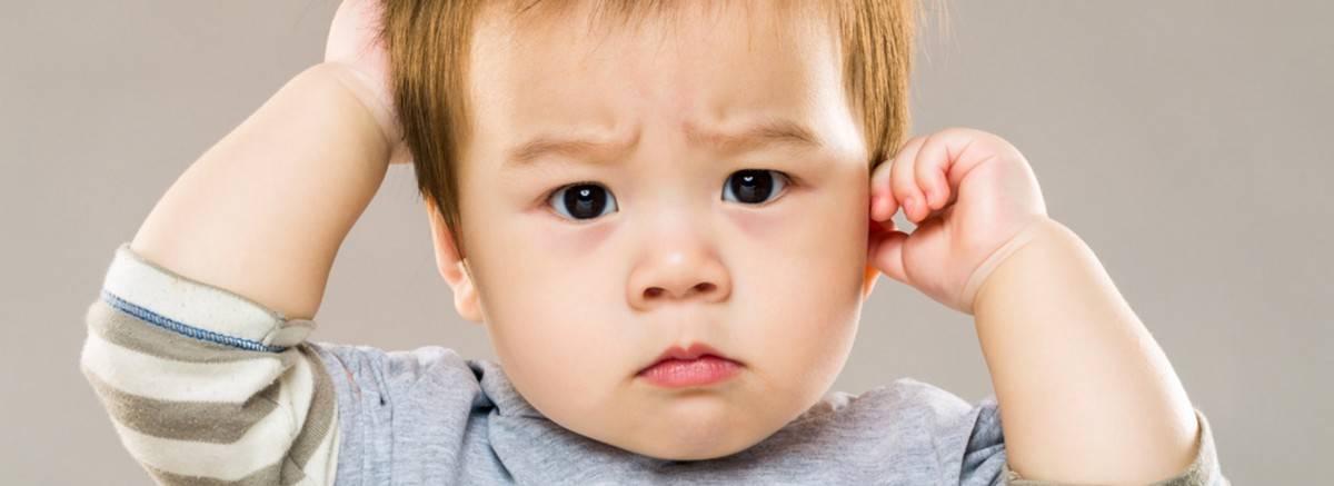 Почему грудничок 3 месяца чешет затылок. от чего малыш может чесать голову