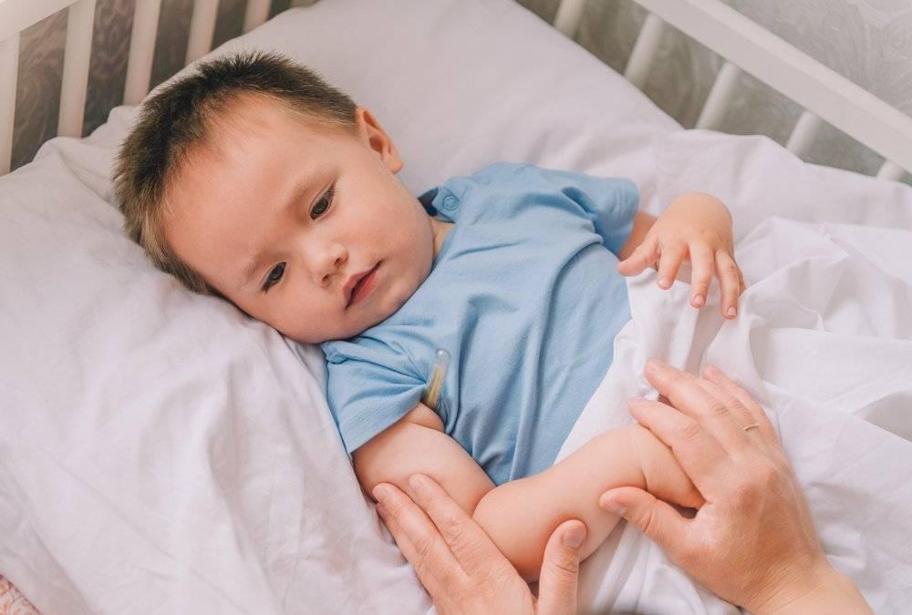 Что делать если у ребенка судороги при высокой температуре. как распознать и оказать первую помощь