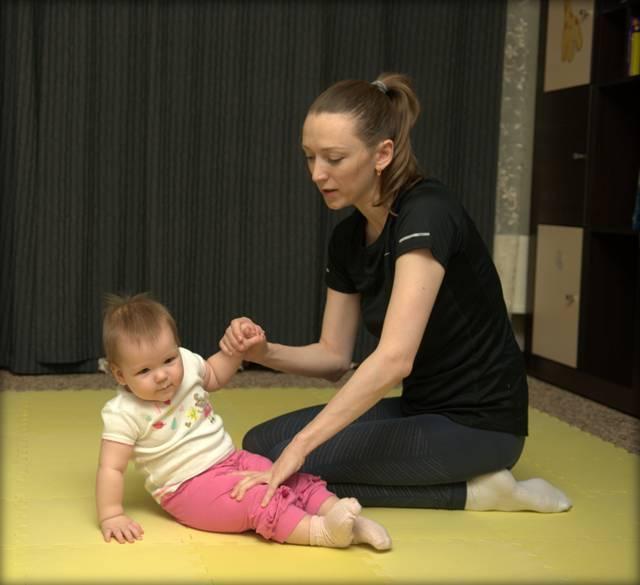 Как научить ребёнка самостоятельно сидеть – упражнения и советы