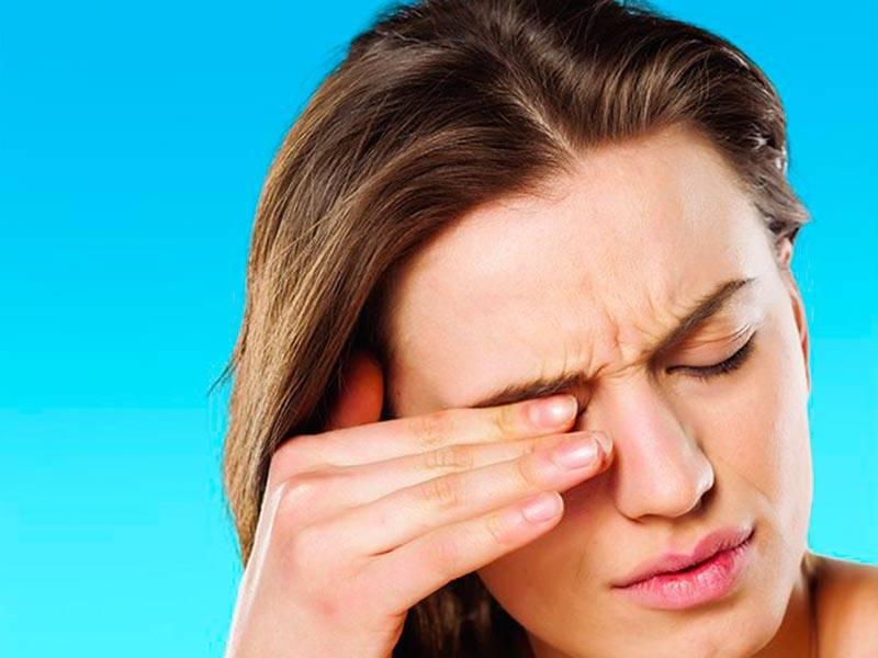 Почему у детей болят глаза и голова