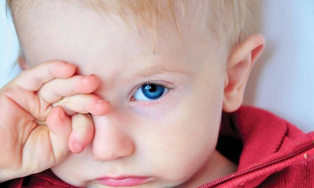 Ребенок часто моргает глазами причины и что делать