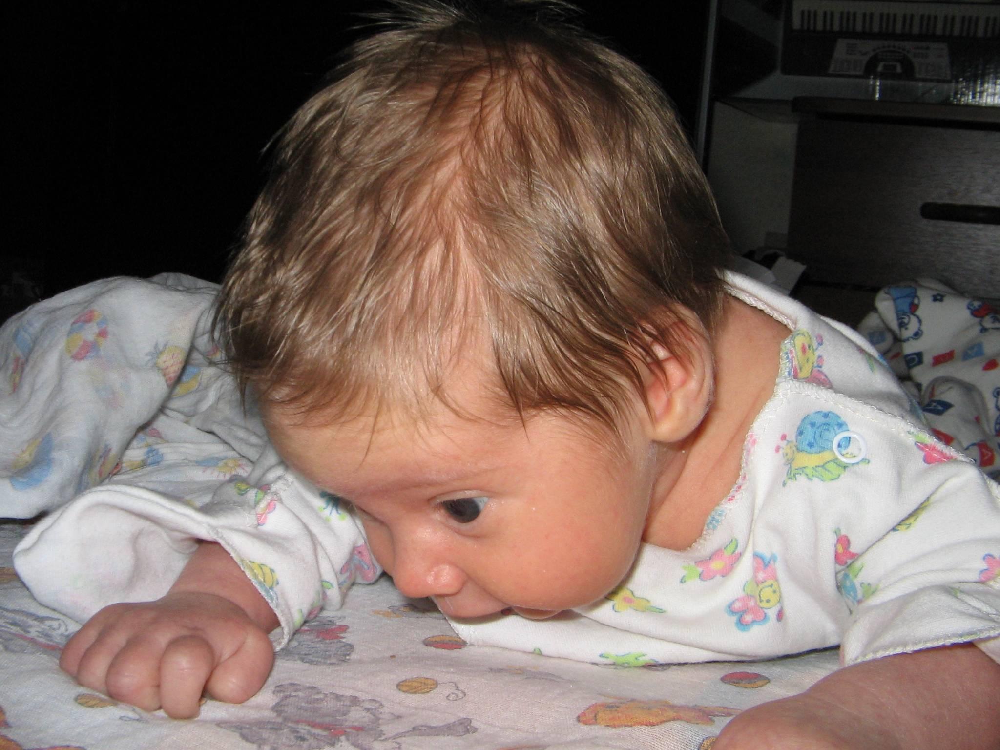 У ребенка потеет голова во время сна: почему, 2, 3 года