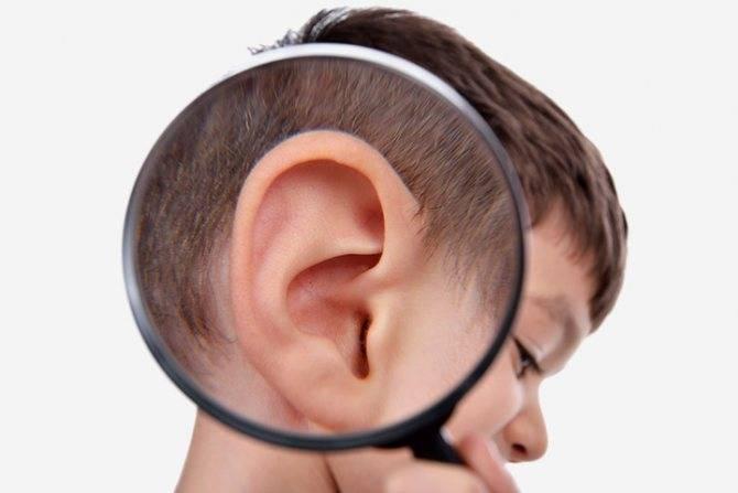 У ребенка красное ухо снаружи опухло. что делать, если у ребенка опухло и покраснело ухо снаружи, а ушная раковина горячая: причины и лечение