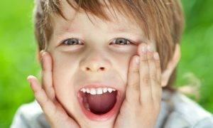 Почему у ребенка открыт рот.