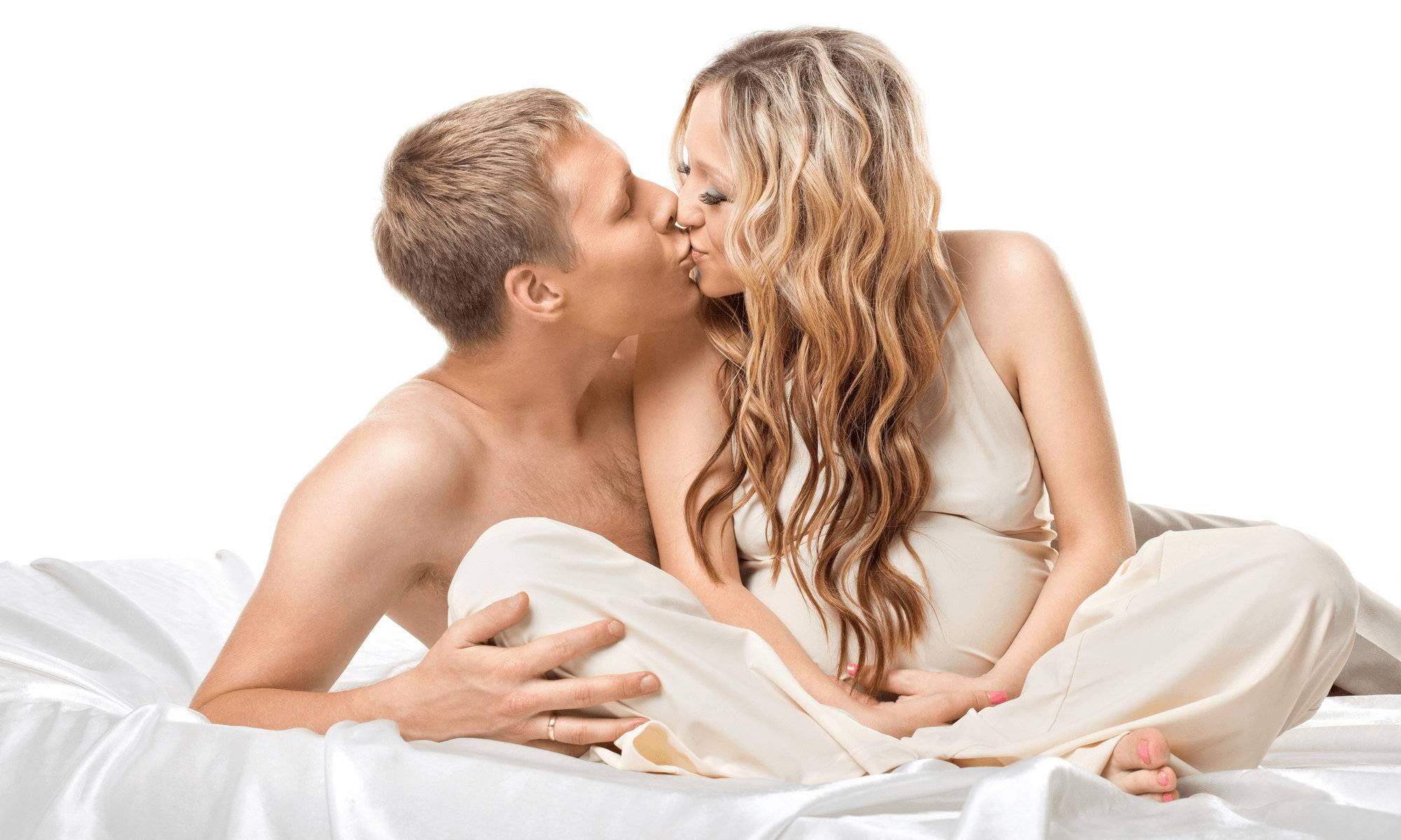 Можно ли при беременности заниматься интимной жизнью: на каком сроке допустима близость, можно ли во время 1, 2 и 3 месяца, когда и как нельзя предаваться любви?