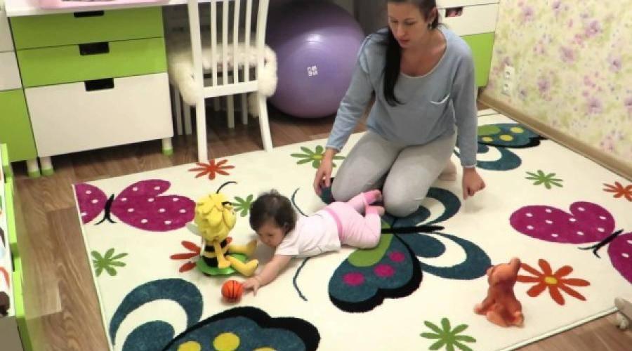 Ребенку 9 месяцев: почему не садится сам и не ползает самостоятельно, причины