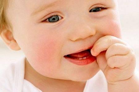 Понос при прорезывании зубов у детей