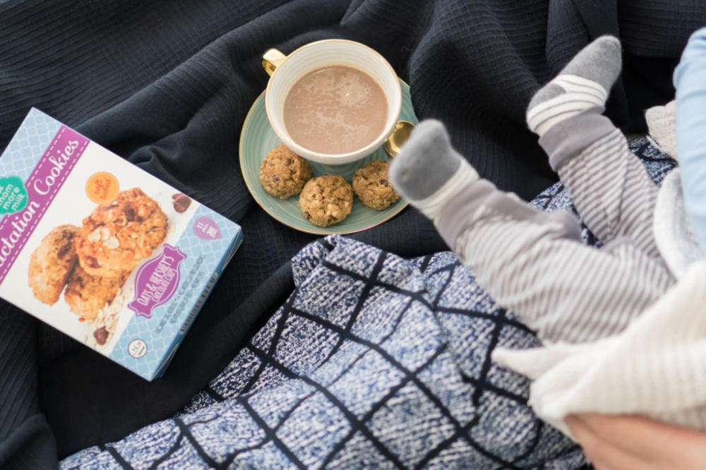 Можно ли кофе при грудном вскармливании кормящей маме: с молоком, без кофеина?
