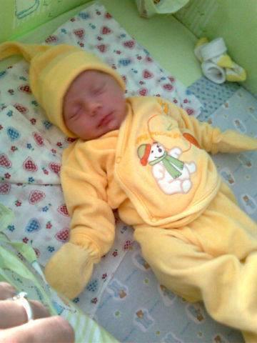 Почему кряхтит новорожденный ребенок во сне