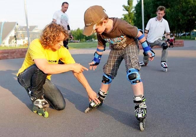 Как правильно научить ребенка кататься нароликах: основные особенности иважные нюансы процесса