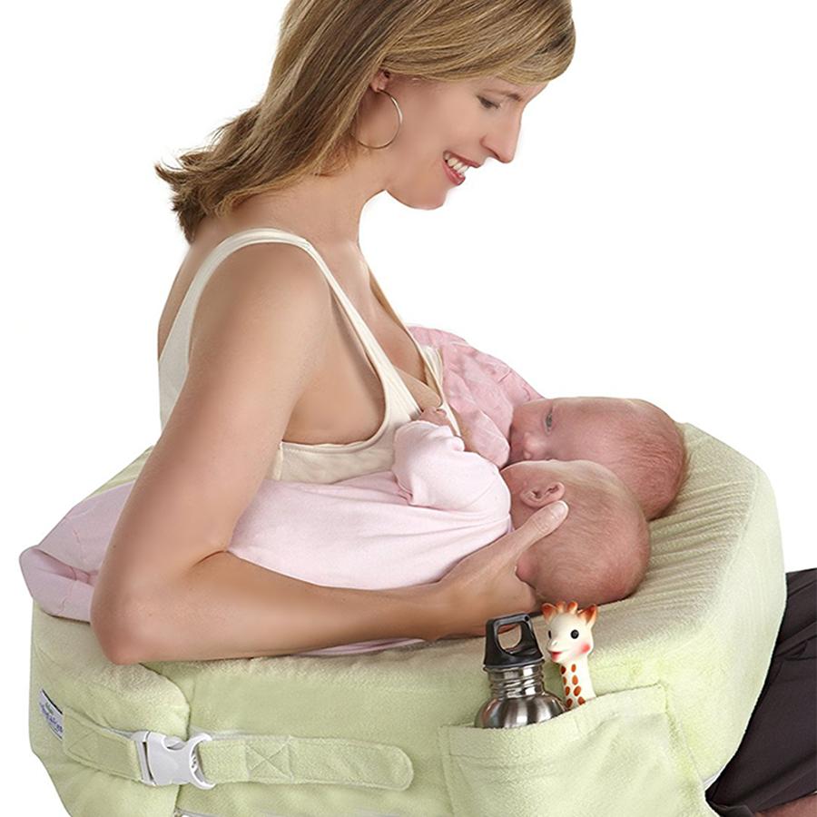 Как одновременно кормить двойню: лучших позы для кормления новорожденных грудью