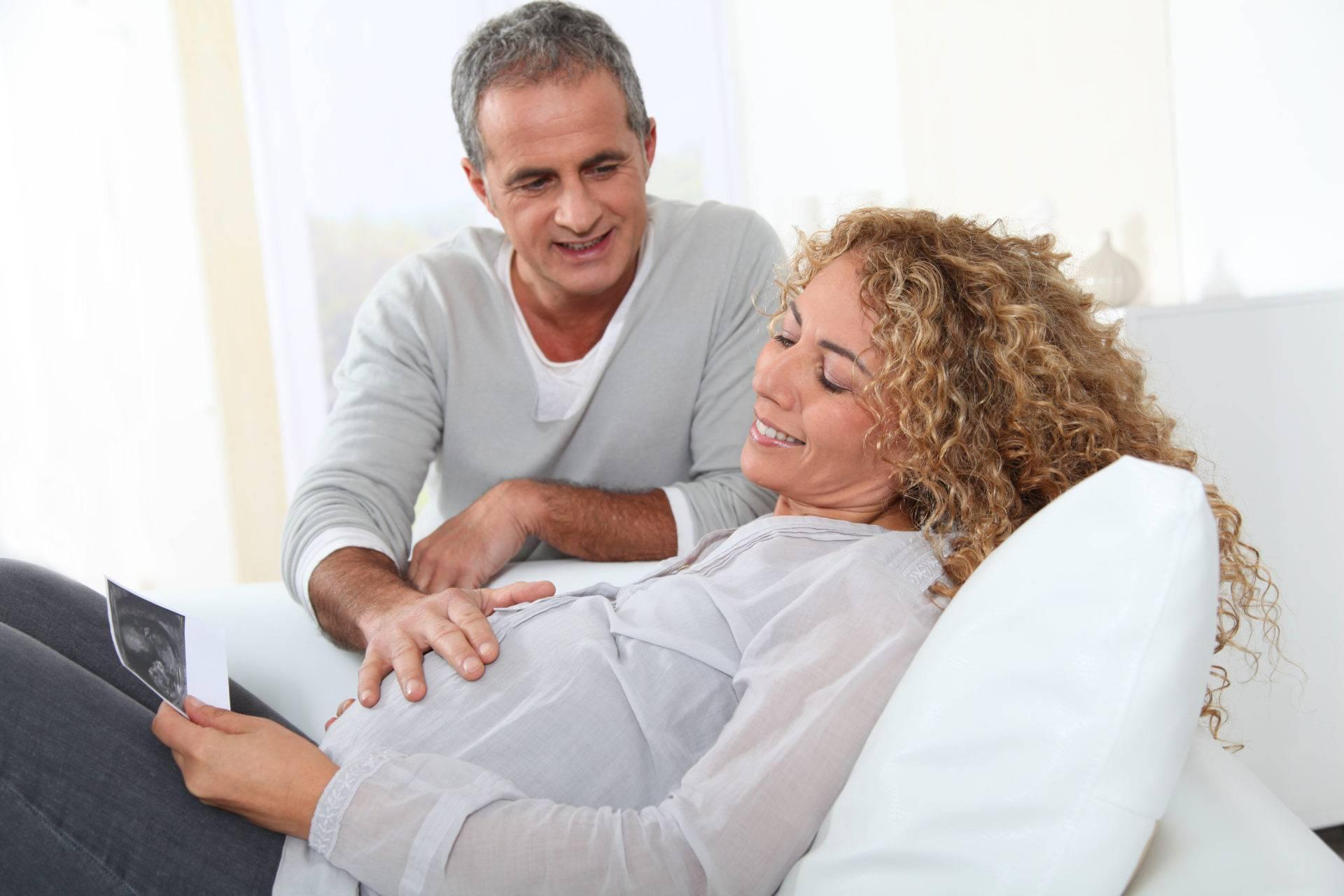 Эко после 40 лет: всегда ли беременность бывает успешной с первого раза, какова гарантия родить здорового ребенка и какие варианты проведения  операции существуют?
