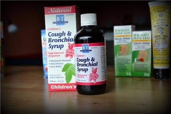 Чем лечить горло ребенку 6 месяцев без рецепта врача