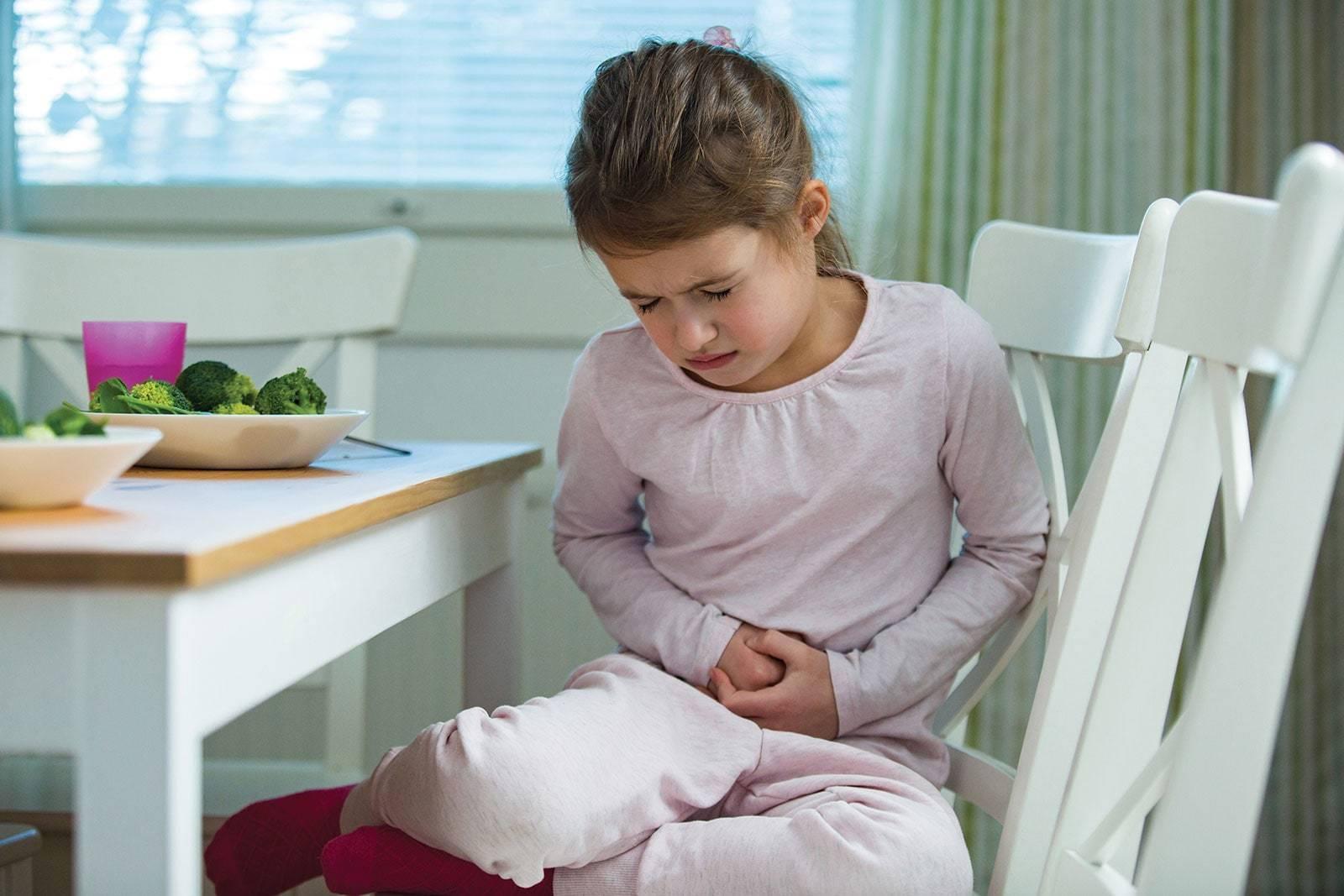 Ребенок жалуется на боль в спине и животе с высокой температурой