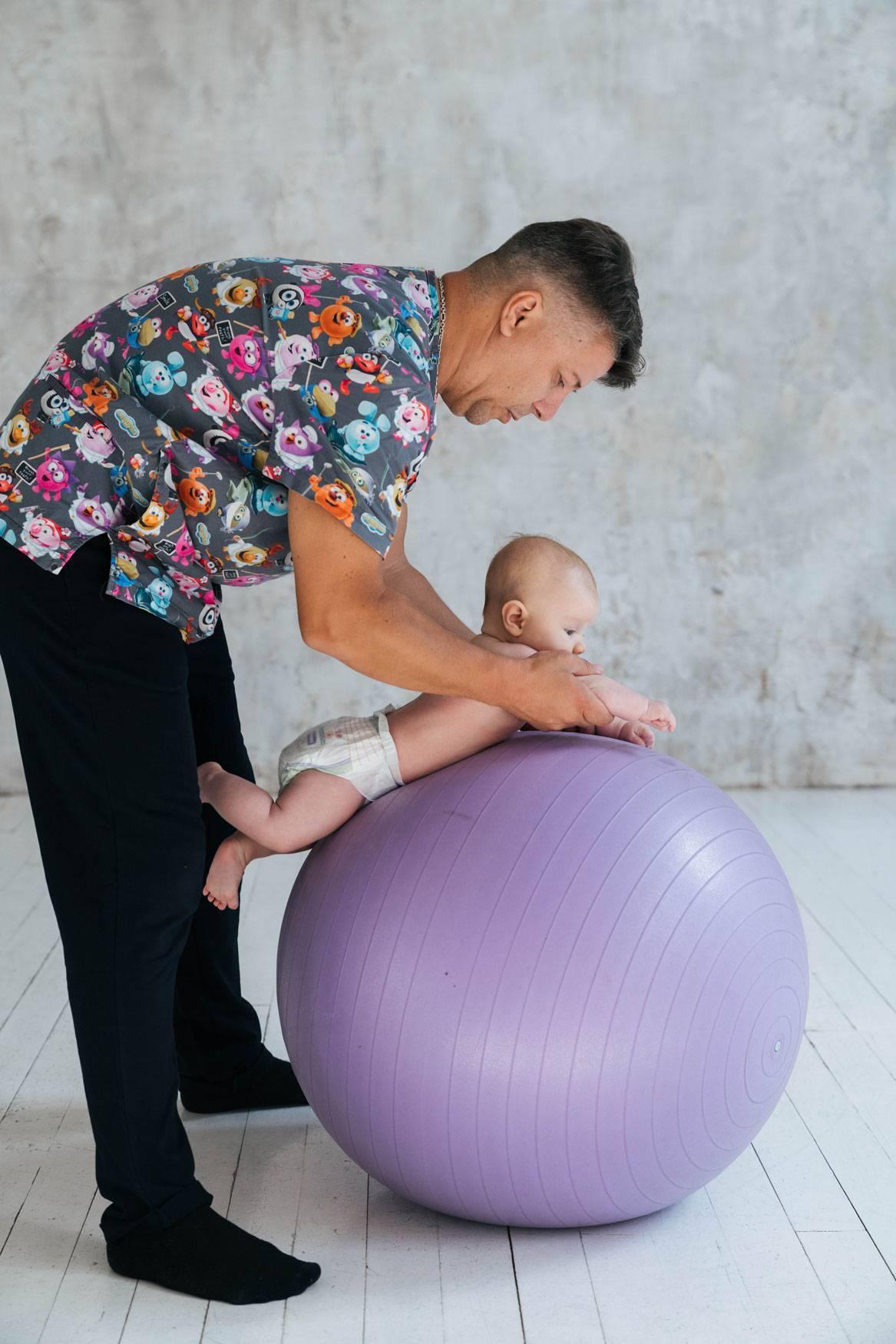 Гимнастика на фитболе для грудничков: эффективные упражнения