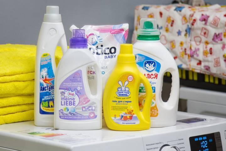 Чем и как стирать вещи для новорожденного