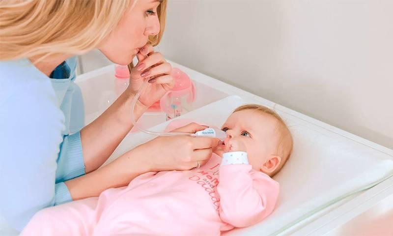 Насморк у грудничка - причины, как бороться в домашних условиях