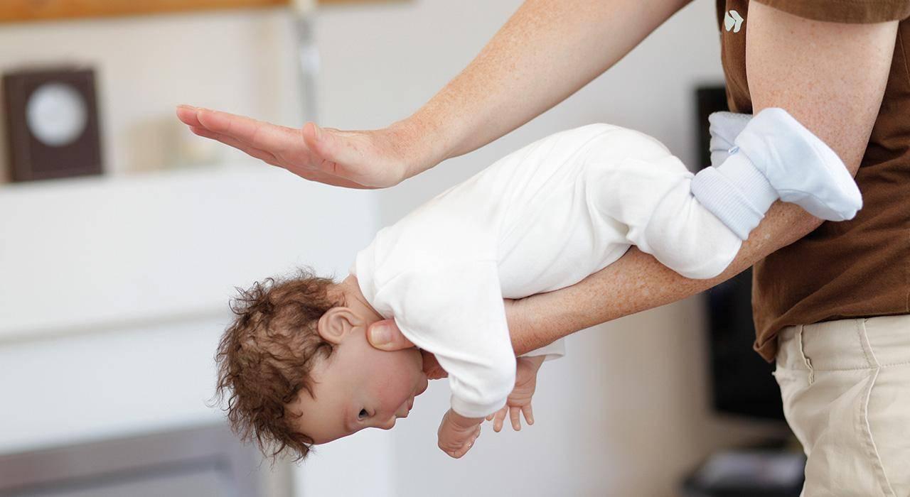 Как оказать помощь ребенку, если он проглотил фруктовую косточку? - сайт о беременности и родах