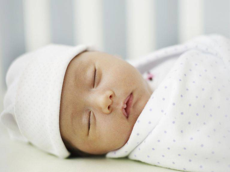 Новорожденный вздрагивает во сне | уроки для мам