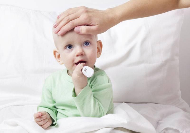 Простуда у грудничка: почему болеют маленькие дети