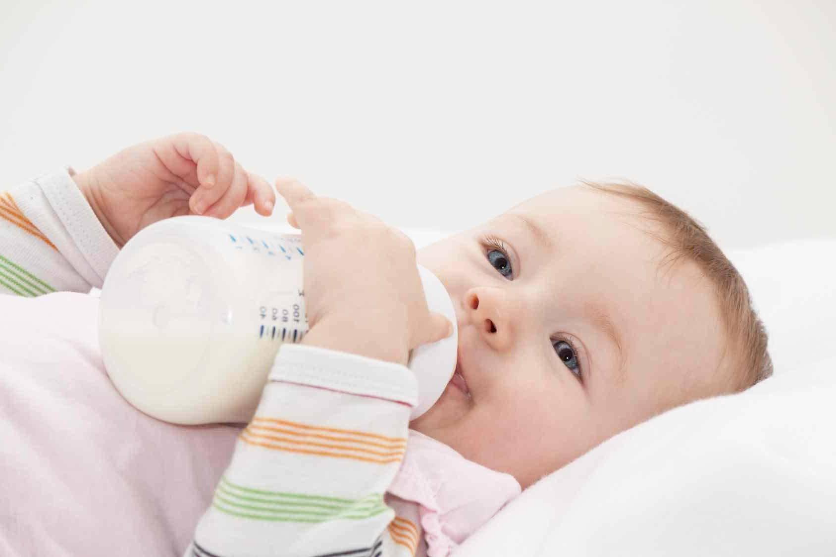 Как определить аллергию на молоко у ребенка и какие меры предпринять