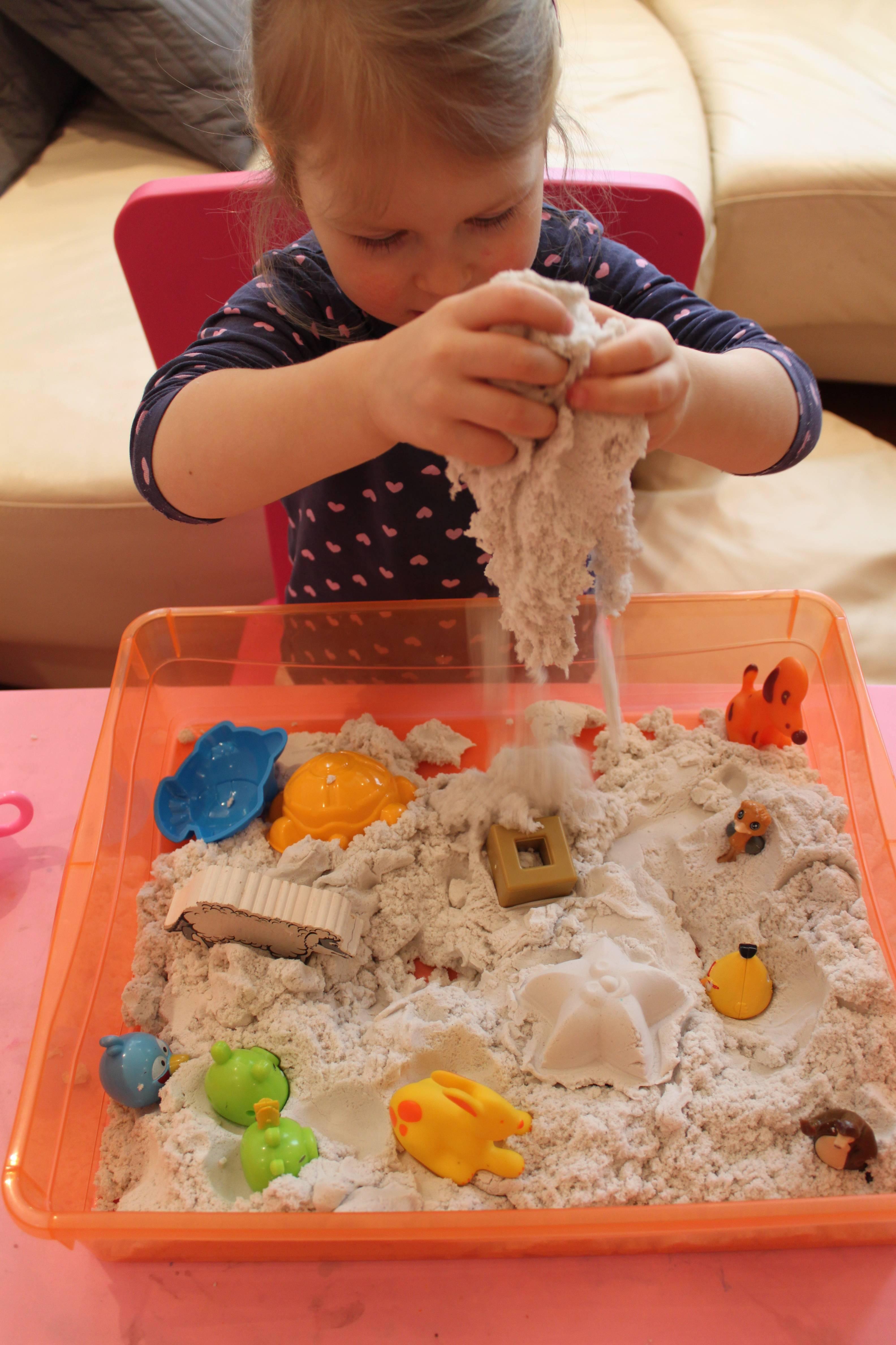 Живой песок для детей: состав массы для лепки, домашняя песочница, хранение набора