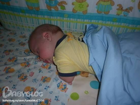 Поза ребёнка во сне кверху попой