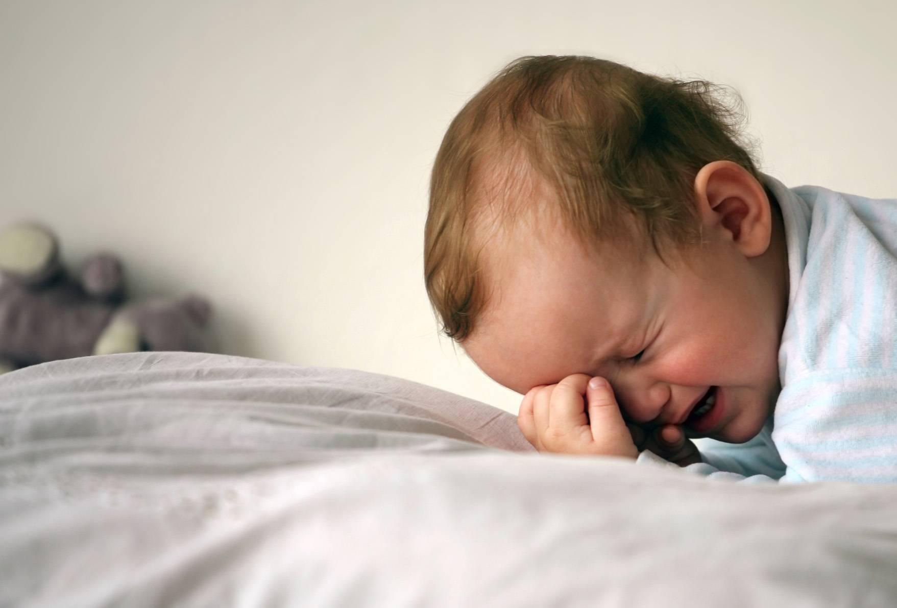 Грудничок тяжело дышит: причины шумного дыхания во сне, при кашле или температуре