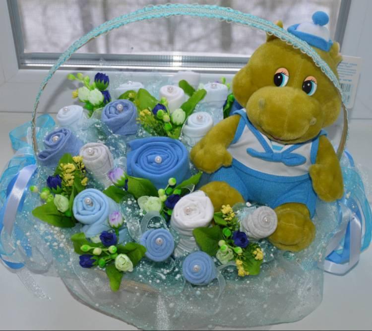 Очаровательный подарок для новорожденной крохи – корзинка с цветами из подгузников — коробочка идей и мастер-классов